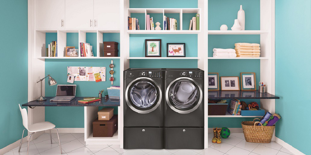 laundry room with front door washer and dryer